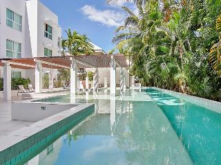 201 Living - One Bedroom Apartment, Cairns