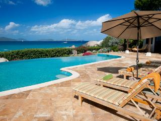 Deluxe private beach estate surrounded by natural beauty. MAV SOL, Virgem Gorda