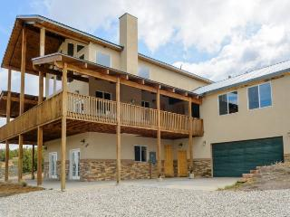 The Pecos Lodge - sleeps 18, close to Nat`l Parks, Long Valley Junction