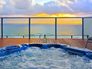 Broadbeach Penthouse with roof top spa