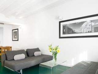 3 Bedrooms apartment in the centre of Barcelona