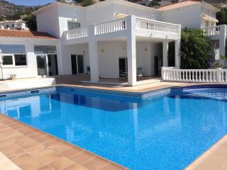 Luxury Villa with super big garden and water pool, Altea