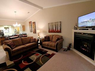 Masterpiece Retreat- Updated 2 bedroom/ 2 bath condo located at The Foothills, Branson