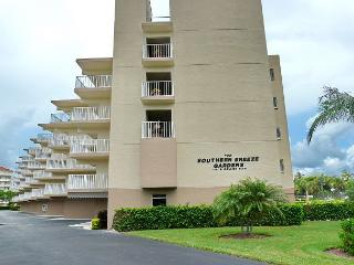 Peaceful South End condo w/ heated pool & short walk to South Beach, Marco Island