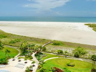 Eye-catching beachfront condo w/ heated pool & spellbinding ocean views, Marco Island
