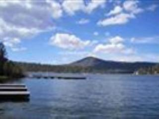 THIS WKND FRI & SAT! PRIVATE BOAT DOCK w/  WATER! LAKEFRONT! HOT TUB!  VIEWS!, Big Bear Region