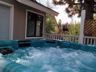 FRESH SNOW!  Nice!  10 to 12 ppl. HOT TUB! FIREPLACE! GameRoom, Big Bear City
