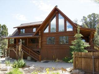 FREE 3rd NIGHT! Beautifully Rustic! Private! Spacious Pool Tbl  HORSE CORALS!, Big Bear City