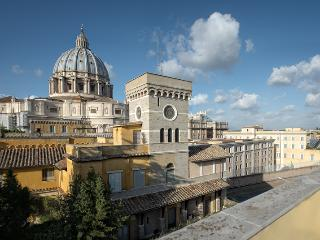 Michelangelo Sistina, a charming apartment with Splendid View of St. Peter's Dome,  the Vatican Wall, Rome