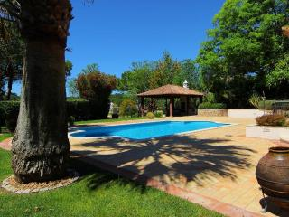 Luxury 4 Bed Villa with Heated Pool & Golf Views, Quinta do Lago