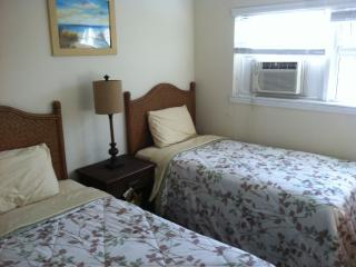 2 Bedroom Unit Steps From Beach, Freeport