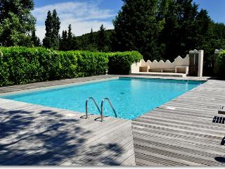 Charming apartment with terrace, garden and pool, Carpentras