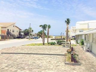 Gulf View D-2BR/1BA *10%OFF April1-May26* Ground FL Duplex-Beachside-66 yds to Mexico Beach!