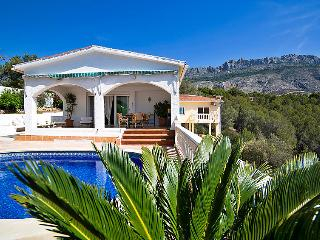 Tranquil Villa with private pool & fabulous views