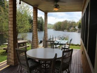 Lake Waukewan Luxury Waterfront (WOO22W), Meredith