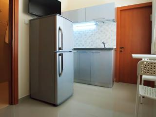 Lovely 1br minute to the beach, Bat Yam