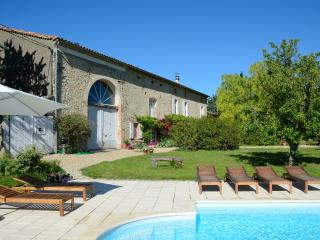 Beautiful 18th century farmhouse, rural SW France, Puylaurens