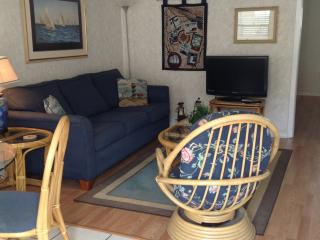 Just beaching ! Sea & Sun. Condo   Sleeps 4, Gulf Shores