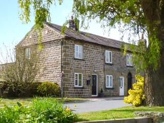 FERN COTTAGE, character cottage with beams and woodburning stove, WiFi, patio with furniture overlooking meadow, in Fearby, Ref 922167