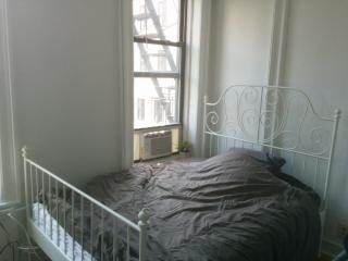 A clean bed room in Manhattan 3C, New York