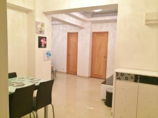 Stylish apt in Central MK for 8 ppl, Hong Kong