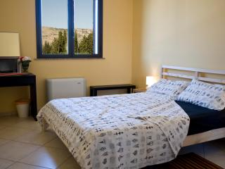 'White Rose'  Bed & Breakfast & More, Solarino