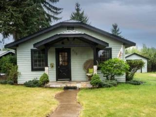 West Side Charmer, Lovely 2 BR, 2 BA, Great Location Walk Everywhere!, Bend