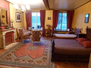 B&B Family room in a manor house, Valognes