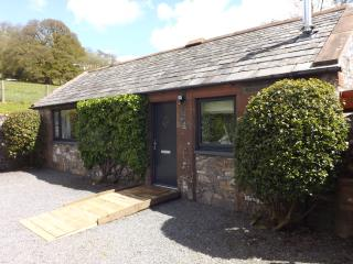 Luxury one bedroom converted stable with hot tub, Moniaive