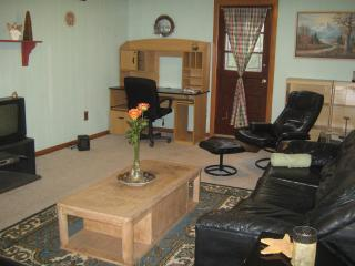 First Floor Garden Apt -Detached Home- with Yard, Staten Island