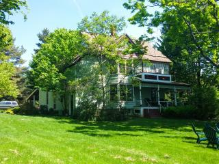 Lovely Country Victorian Retreat with Pool & More!, Lansing