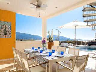 Villa overlooking the sea by the beach, Propriano