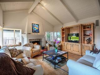 3554 Otter's Rest ~ Ocean Views, Gourmet Kitchen, Hot Tub, 1 Block to the Sea, Pacific Grove