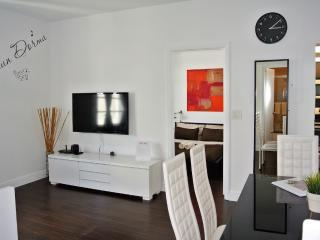 Nice and Bright 2 Bdr. Apt. 1 Min. from the Beach, Miami Beach