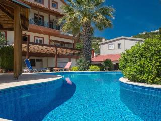 2 BEDROOM MAISONETTE WITH POOL, Svoronata