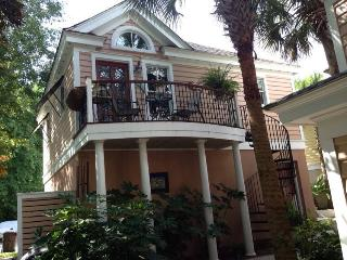 Beautiful Carriage House on Hobcaw Creek, Charleston