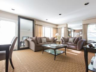 Luxury Style Privacy 2 bed 2 bath1344, Los Angeles