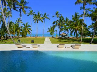 Gorgeous 10-bedroom beachfront villa, Las Terrenas