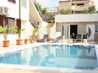 Apartment Vito  with a outdoor Pool A4c, Krk