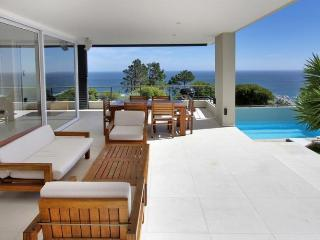 Gryphon House with pool camps bay, Camps Bay