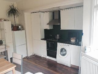Cheap 4 Bedroom House for 7 person, Wembley