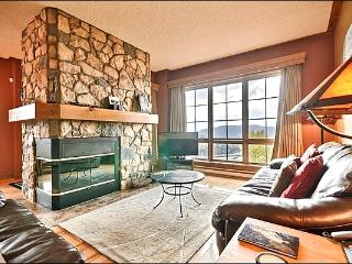 Great for a Large Group or Family - Spacious Balcony with Plenty of Seating (6075), Mont Tremblant