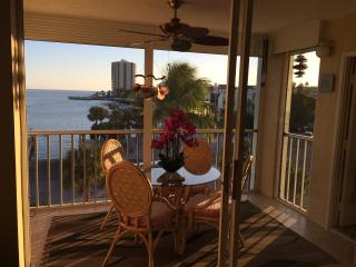 Magnificent Gulf Views at exclusive Eagle Cay, Marco Island