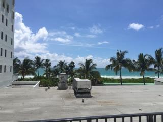Great Location Ocean side of Collins Ave w Balcony, Miami Beach