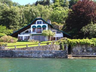 Magical villa with garden directly by the lake, Ispra