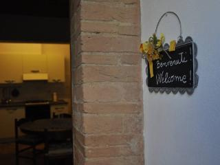 Central apartment in S.Gimignano with parking, San Gimignano