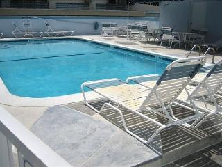 Windwood 303 You Can Have It All Beach Heated Pool Lg Balcony Grill 3/2 for 8, Hollywood