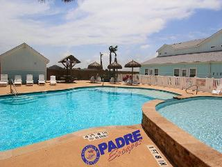 Spacious townhouse that sleeps 10 guests & offers lots of amenities!, Corpus Christi