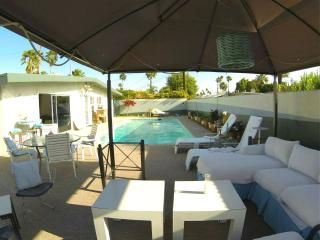 Artsy Home, Big Outdoor Space, Pool  and Views!, Palm Springs