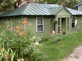 Hemlock Cottage, Cozy Comfort, Northfield